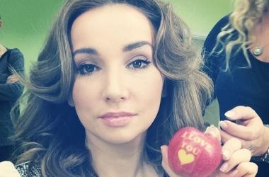 Анфиса Чехова без макияжа показала, как выглядит ее кожа (фото)