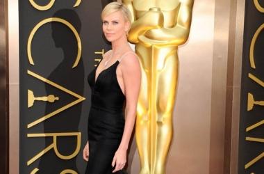 Оскар 2014: Шарлиз Терон блеснула роскошным декольте (фото)