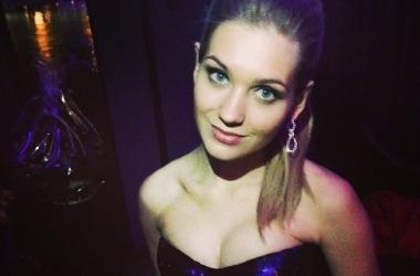 Кристина Асмус в пикантном прозрачном платье с вырезом оголила прелести (фото)