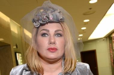 Модный ответ Осадчей: Ева Польна удивила огромной шляпой (фото)