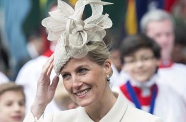 Мода весна 2014: какие шляпки носят королевы и принцессы (фото)