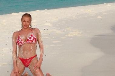 Настя Волочкова на Мальдивах поразила гибкостью (фото)
