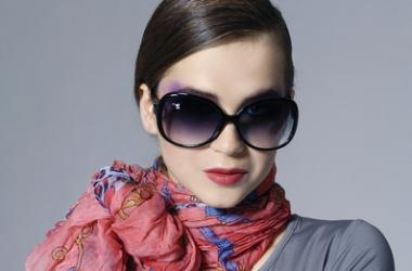 Как стильно завязать шарф: 3 простых красивых идеи (фото)