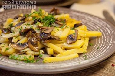 Готовим вместе с Redmond картофель жареный с грибами. Рецепт