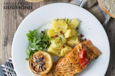 Готовим вместе с Redmond <br />  Cемга на пару с картофелем: рецепт дня!