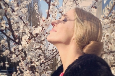 Катя Осадчая показала, как выглядит без макияжа, причесок и фотошопа (фото)