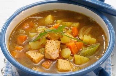 Суп с норвежской семгой, овощами и карри (фото). Рецепт