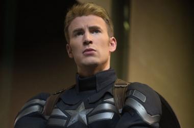 Первый Мститель Другая Война: красавчик Крис Эванс в роли Капитана Америка (фото)