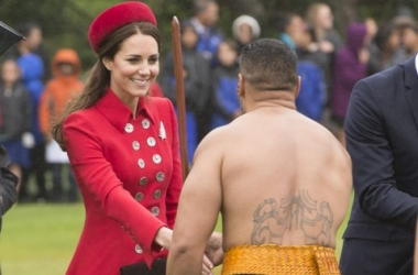 Кейт Миддлтон в Новой Зеландии приветствовал обнаженный мужчина (фото)