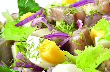 Пасхальный стол 2014: сытный cалат с сельдью по-цеблицки (рецепт)