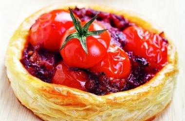 Отличная закуска: мини-киш с помидорами черри
