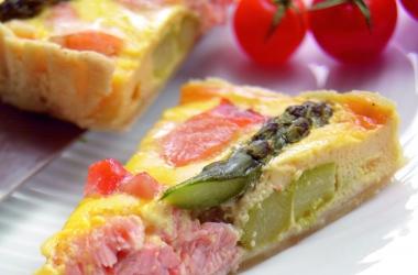 Легко и вкусно: пирог с норвежской семгой и спаржей. Рецепт