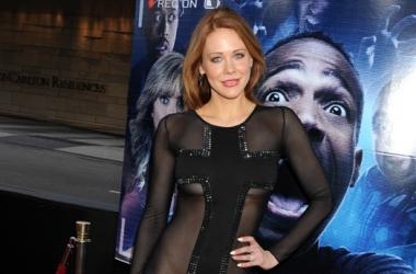 Модный провал: звезда в экстраоткровенном платье без нижнего белья (фото)