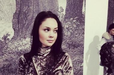 Победительница шоу Холостяк стала рыжей бестией (фото)