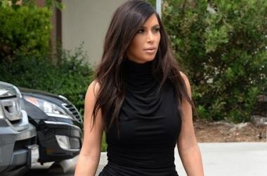 Стиль звезды: Ким Кардашян в идеальном стройнящем наряде (фото)