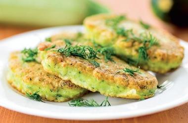 Оладушки с зеленью: легко и полезно. Рецепт (фото)