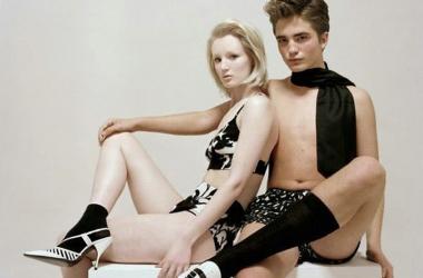 Странные фото Роберта Паттинсона: голый торс, семейные трусы и высокие носки (фото)