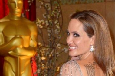 Пикантные фото 20-летней Анджелины Джоли попали в сеть (фото)