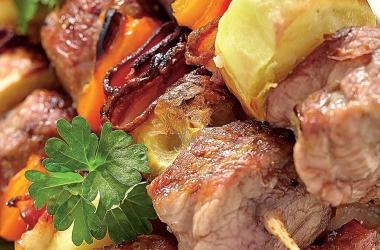 Шашлык из свинины с вином и базиликом. Рецепт (фото)
