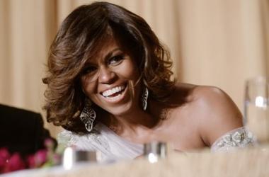 Стиль звезды: Мишель Обама в откровенном платье (фото)