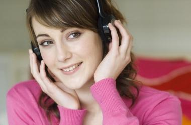 Как сохранить слух: опасности плеера и диета для слуха