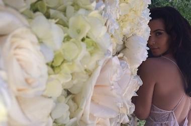 Ким Кардашян показала свое эротичное свадебное платье (фото)