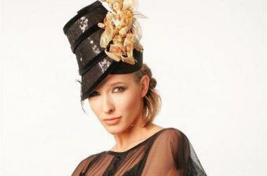 Катя Осадчая стала Снежной Королевой и примерила ледяную шляпку (фото)