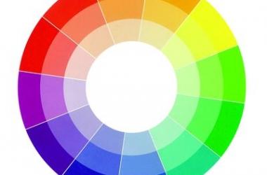Как сочетать цвета в одежде: 5 правил