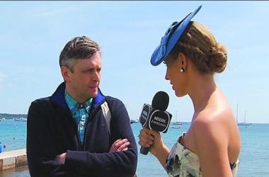 Катя Осадчая удивила Канны платьем из украинского флага (фото)