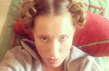 Неожиданный образ Ксении Собчак: клумба вместо прически (фото)