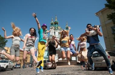 Телеканал Music Box снял клип со счастливыми людьми (фото)