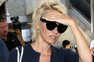 Модный провал: Памела Андерсон без макияжа и прически (фото)