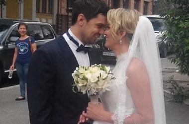 Шоу Холостяк 4: в сети появились фото со свадьбы Кости Евтушенко (фото)