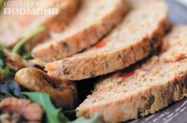 Готовим вместе с Redmond <br />  Ветчина из лосося с кальмарами