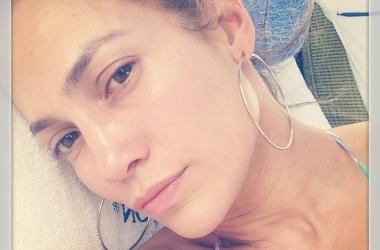 Дженнифер Лопес без макияжа и одежды взорвала интернет (фото)