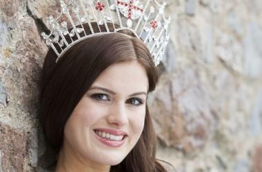 Мисс Англия показала корону и сексуальную фигуру (фото)