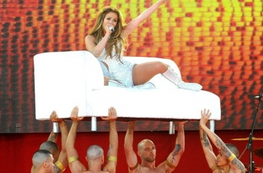 Дженнифер Лопес сильно травмировалась на концерте (фото)