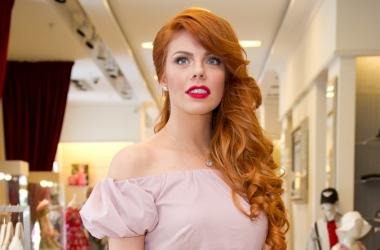 Модный провал: Анастасия Стоцкая переборщила с макияжем (фото)