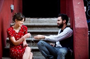 Начать сначала: романтическая история о любви и музыке с Кирой Найтли и Адамом Левайном (трейлер)