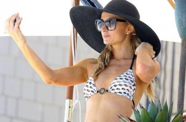 Одинокая Пэрис Хилтон в бикини похвасталась фигурой на пляже (фото)
