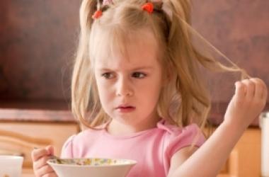Если ребенок не хочет есть: самые курьезные причины