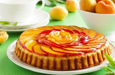 Вкуснющий персиковый пирог: быстрый рецепт