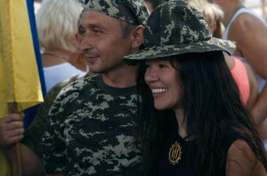 Смелая певица Руслана станцевала в зоне боевых действий (фото)