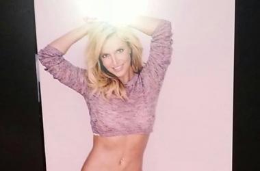 Бритни Спирс показала соблазнительное тело в нижнем белье (фото)