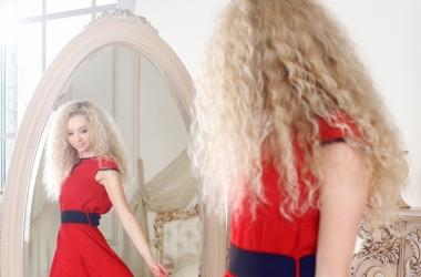 Красный цвет в одежде: как его энергия влияет на нашу жизнь