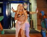 Почти обнаженная Леди Гага устроила перформенс в аэропорте