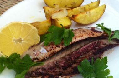 Готовим скумбрию в духовке: вкуснейший рецепт рыбы в рукаве (Фото)