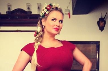 Анна Семенович показала, как украсила елку к Новому году 2015