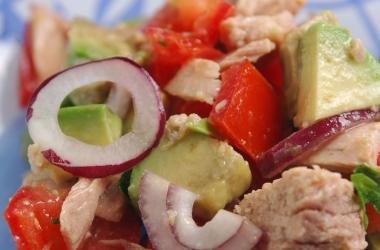 Салат из тунца с помидорами: вкусная профилактика осенней депрессии