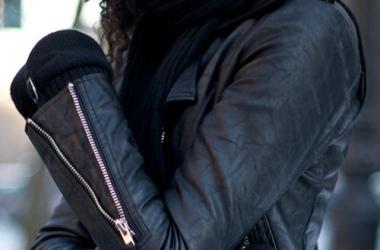 Как убрать царапины на кожаной куртке, юбке или сумке